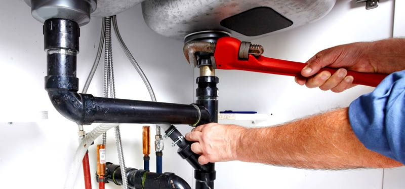 Металлические гайки лучше затягивать газовым ключом