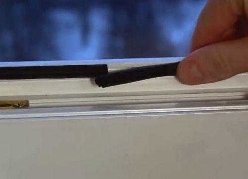 Уплотнитель для пластиковых окон: как ухаживать, когда менять и какой лучше