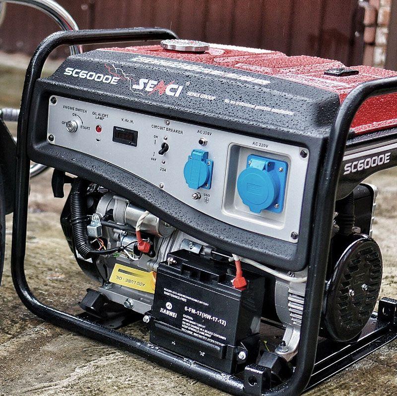 Для автономного электроснабжения можно использовать бензиновый или дизельный генератор. Такую технику рачительный хозяин включает в состав стандартной комплектации личного дома. Она поддерживает работоспособное состояние инженерных систем объекта недвижимости при аварийных ситуациях в централизованных сетях.