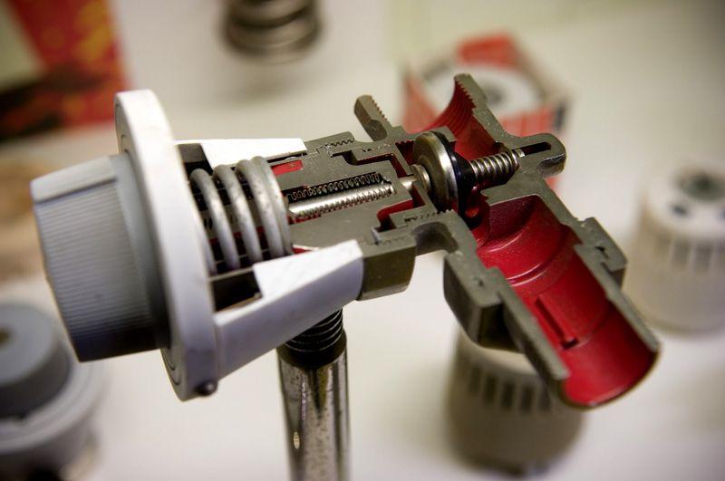 Принцип работы терморегулятора зависит от его конструктивных особенностей