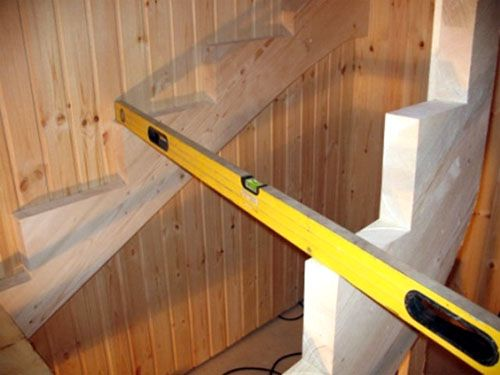 Лестницы на второй этаж в частном доме своими руками: схема сборки и установки