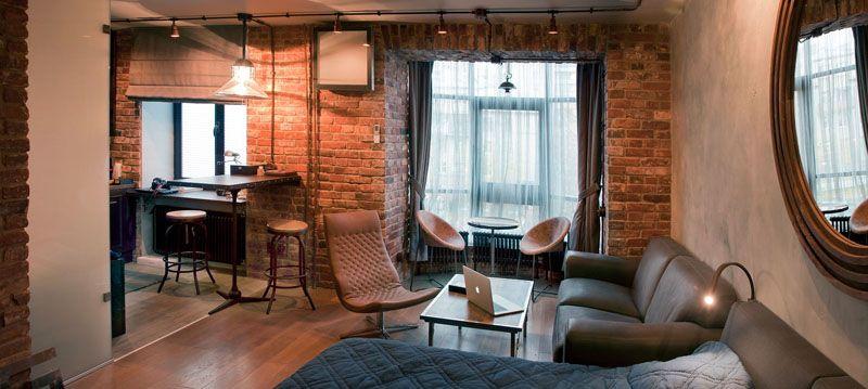 Не крашенные кирпичные стены с правильно подобранным освещением помогают создать романтическую обстановку