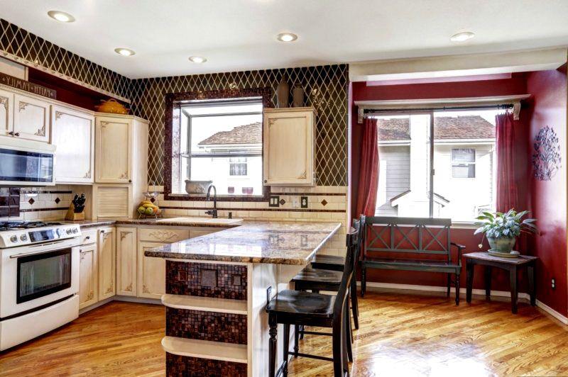 Фото кухни в квартире-студии