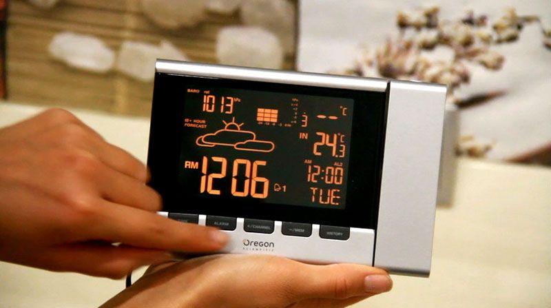 Многофункциональный прибор Oregon Scientific BAR368P PROJI с удобными возможностями настройки и проектором