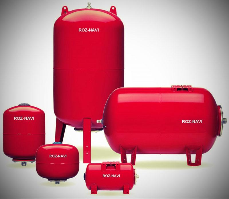Гидробаки красного цвета для системы отопления