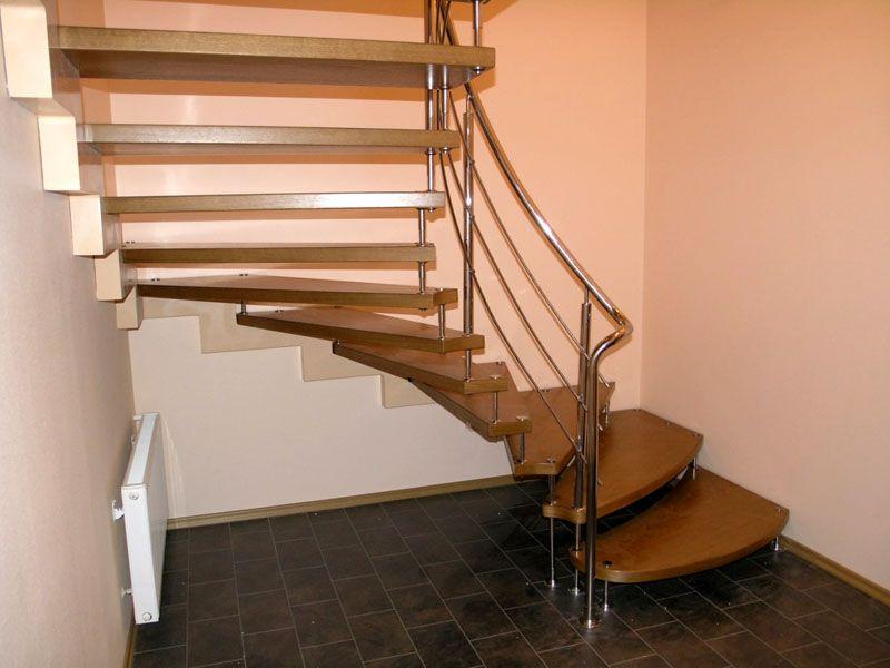 Комбинированная лестница с нижней винтовой частью и верхней маршевой
