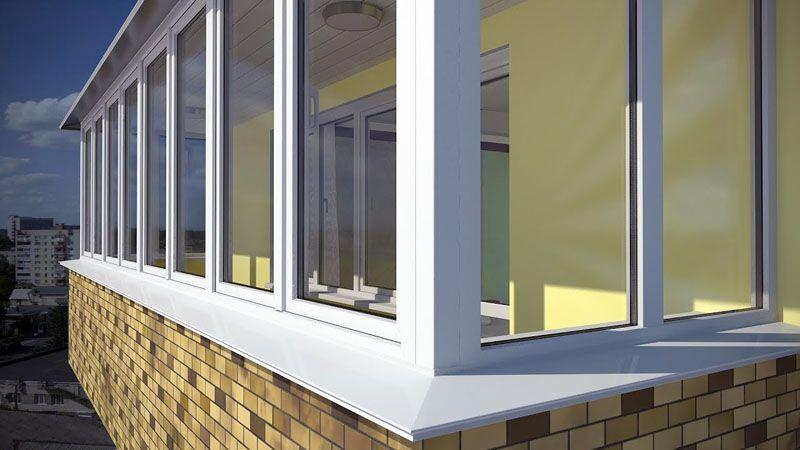 Чтобы фасад не выглядел нелепо, нужно подбирать лёгкие отливы, гармонично вписывающиеся в отделку