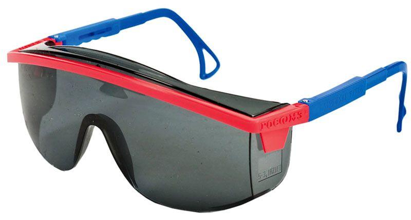 Защитные очки предотвращают повреждение сетчатки глаза