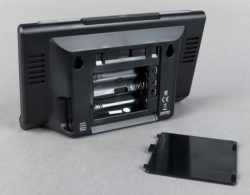 Обратная сторона внутреннего блока с отсеком для аккумуляторов, разъёмом для mini-USB и нишами для чувствительных сенсоров