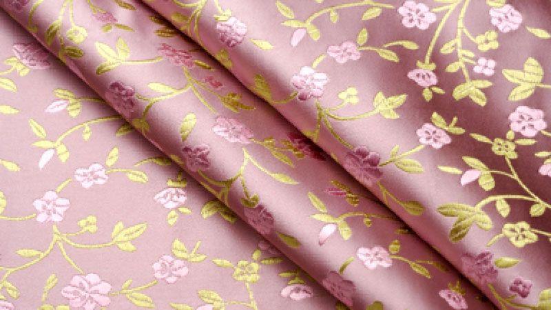 Шелкография напоминает натуральный рисунок ткани