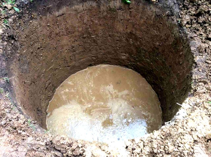 Выполнять земляные работы, находясь в воде, достаточно сложно