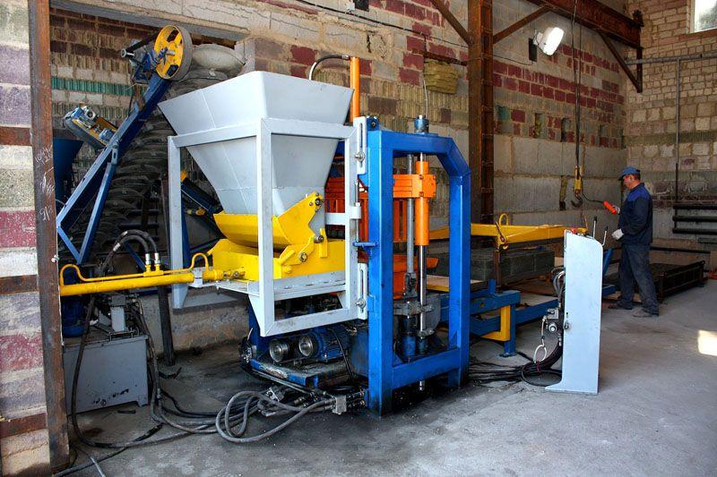 Для производства требуется специальное оборудование − вибропресс