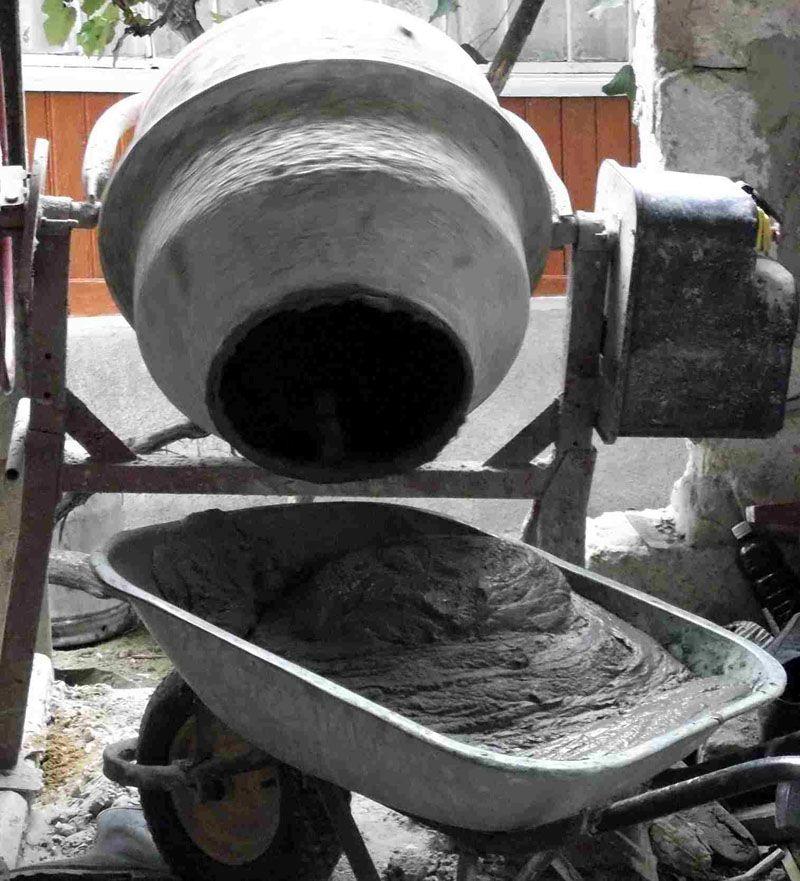 Без бетономешалки сложно обеспечить однородность раствора