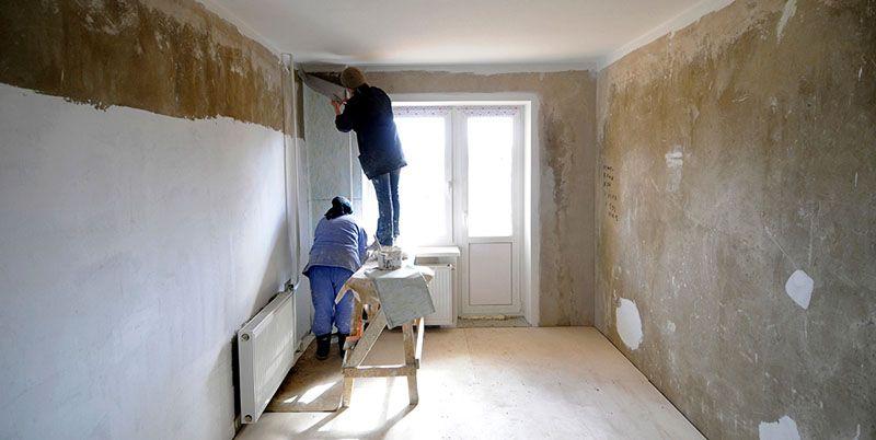 Устранение дефектов бетонной стены при помощи стартовой шпатлёвки