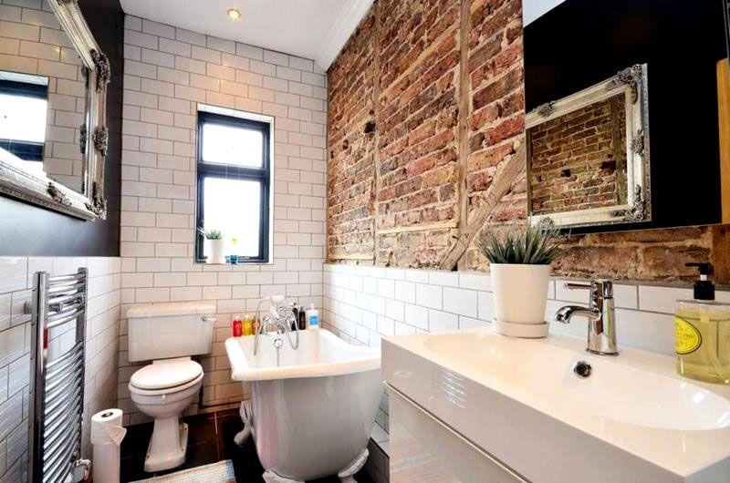 Фото дизайна узкой ванной комнаты в маленькой квартире
