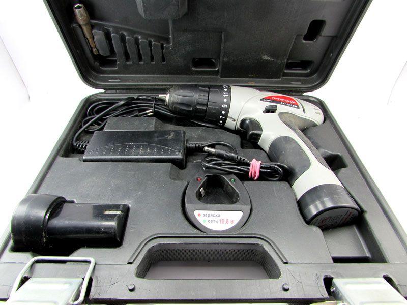 Индикатор на зарядном устройстве позволяет вовремя отключить аккумулятор и не допустить его перезарядки