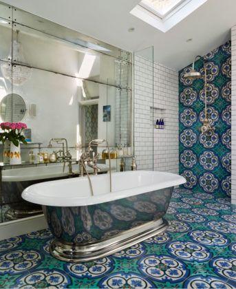 Фото дизайна ванной комнаты с кафелем в средиземноморском стиле