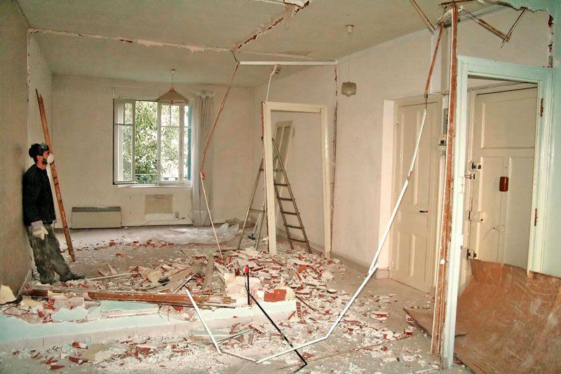 Снос межкомнатных перегородок при перепланировке квартиры – один из самых трудоёмких, грязных и шумных этапов ремонта