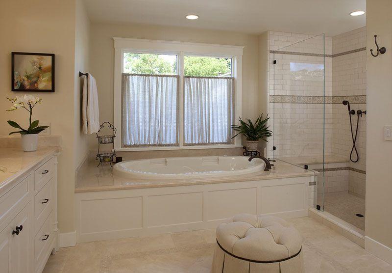 В просторной ванной дизайнеру есть, где «разгуляться»