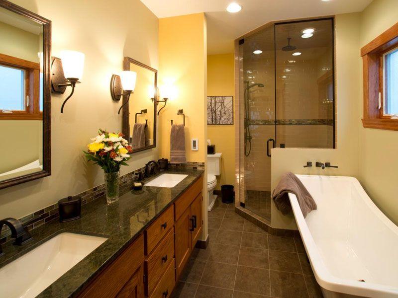 В большой ванной комнате можно разместить ванну, раковины, туалет, душевую кабину и ещё останется много места