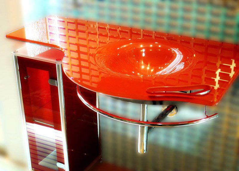 Стекло для мебели в ванную комнату должно быть прочным