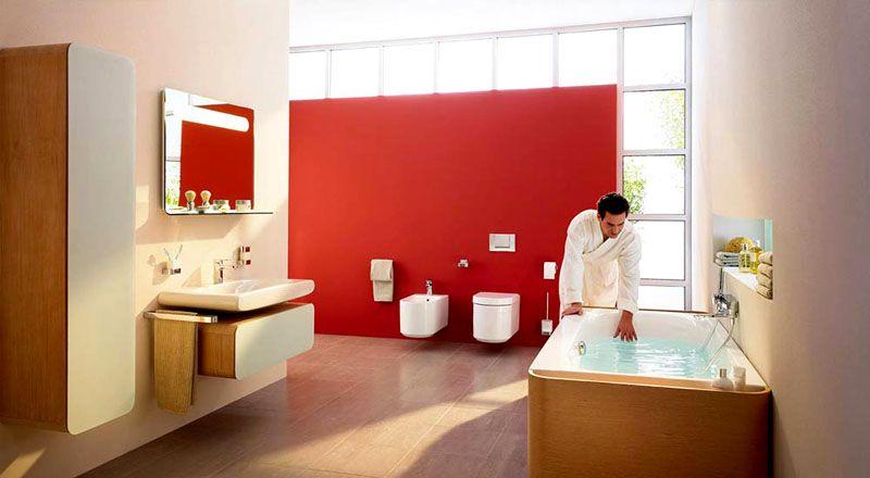 Использование дерева в отделке ванны или умывальника – признак дизайнерской работы