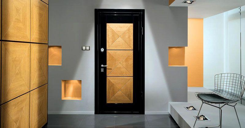 Гармоничная комбинация разных материалов, повторение элементов декора в оформлении интерьера