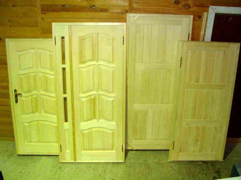 Входные деревянные двери в квартиру – большая редкость