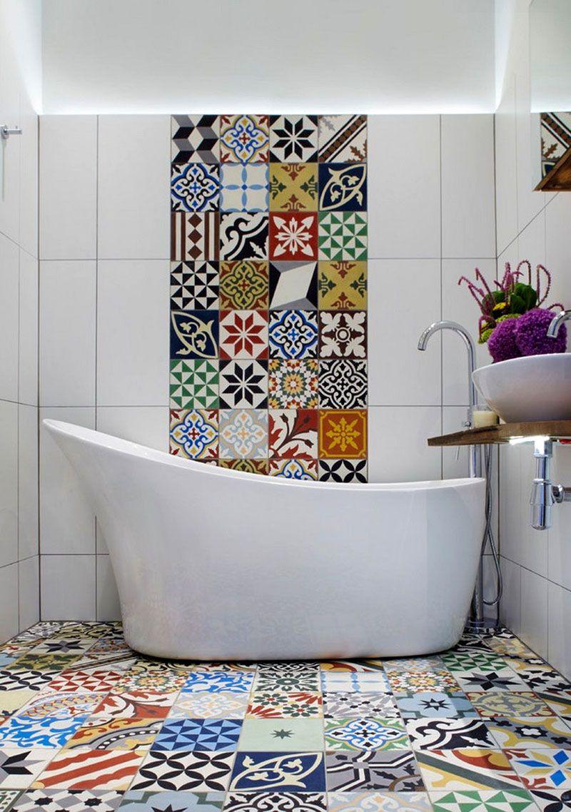 Оригинальный рисунок на плитке в ванной стандартных размеров