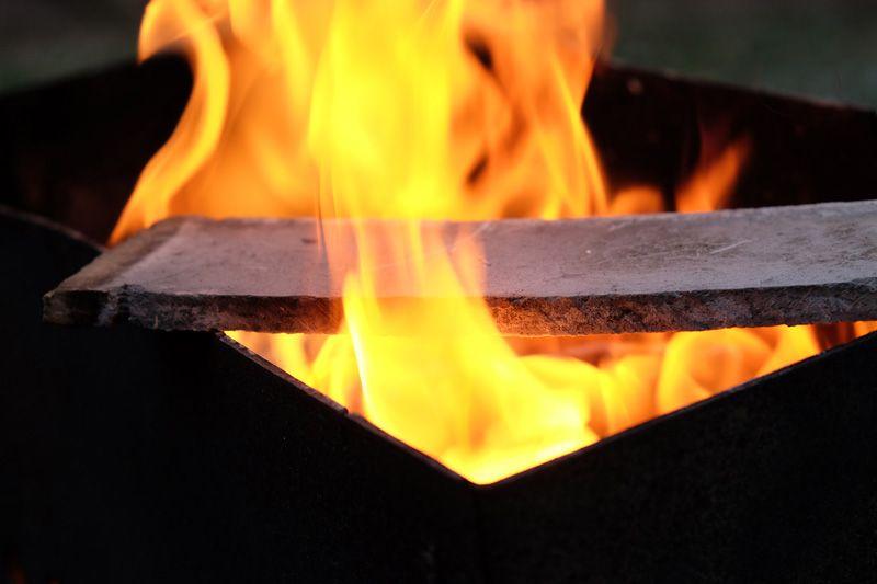 Плита не горит, не поддерживает и не распространяет пламя