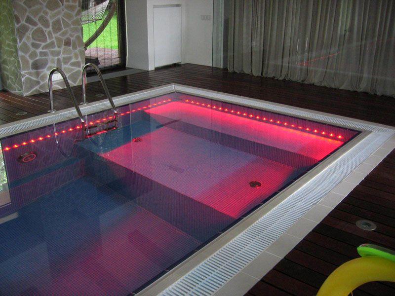 Система подсветки бассейна надёжно защищена от случайного попадания влаги