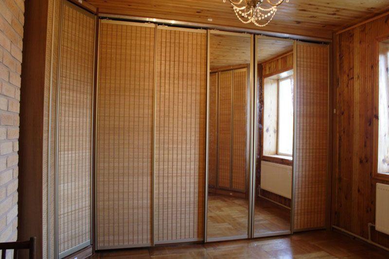 Характерная текстура обеспечивает презентабельность раздвижных дверей