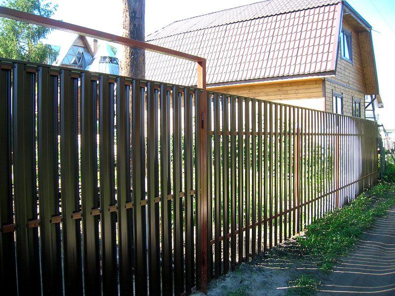 Забор с укрывной планкой