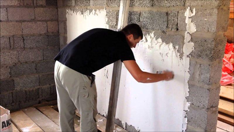 Первичное выравнивание стен шпаклёвкой своими руками