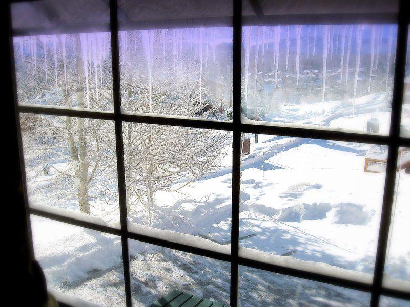 Зимой из-за отопительных приборов воздух в помещении быстро пересыхает