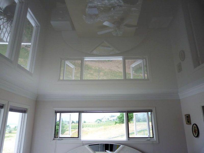 Фото белого глянцевого натяжного потолка