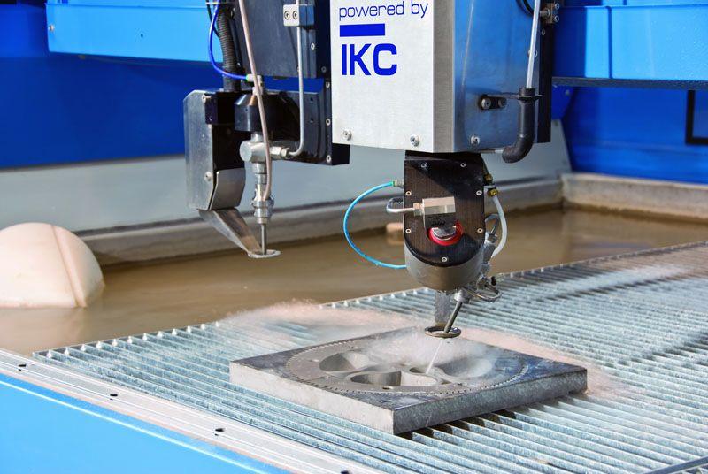 Гидроабразивная резка используется на многих промышленных предприятиях
