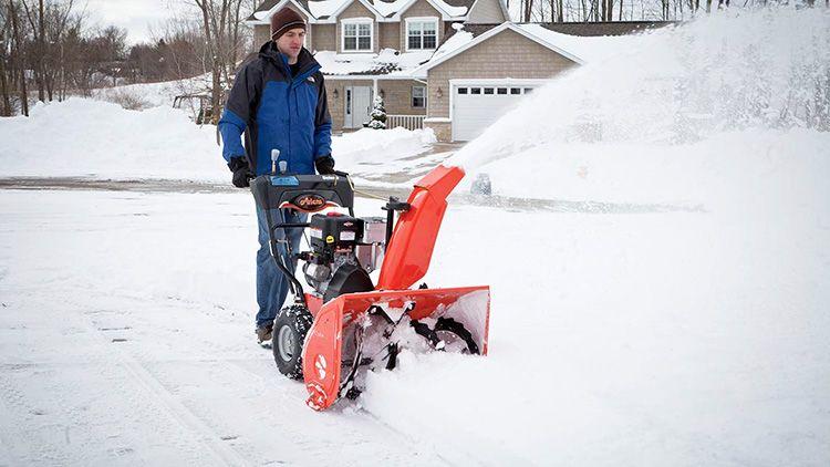 Высокая производительность – одно из преимуществ снегоуборщиков для дачи