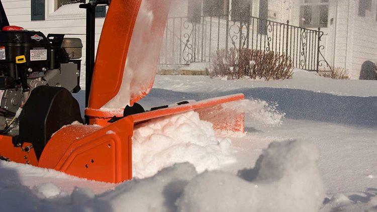 Снег внутри шнекового механизма