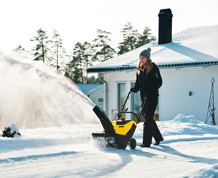Лёгкие снегоуборщики для дачи отличаются манёвренностью