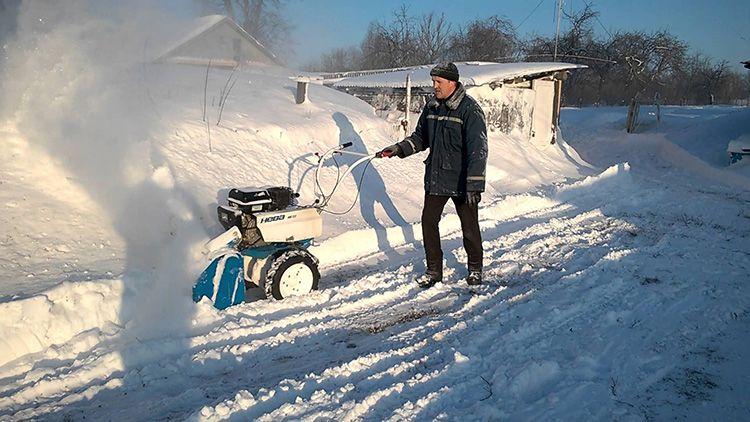Убрать лежалый снег несложно