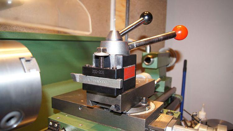 Резцедержатель токарного станка по металлу