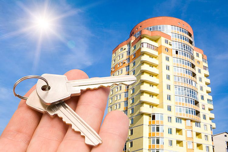 К жилым помещениям относятся дома и все их составные, соответствующие СНиП