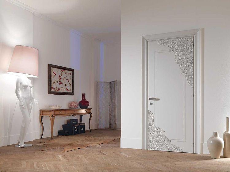 Фото двери цвета «белёный дуб» с узором
