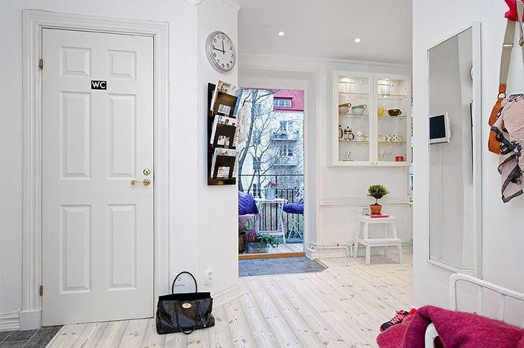 Белые двери в интерьере в скандинавском стиле