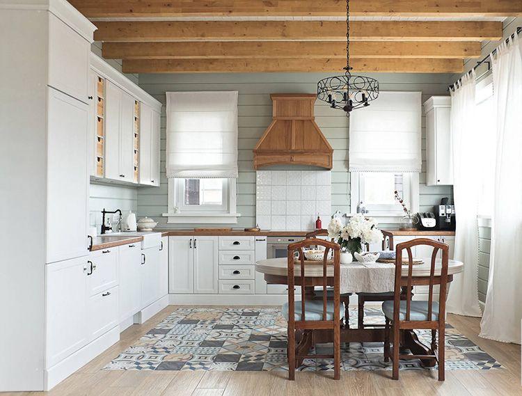 Круглый стол и несколько стульев – вот и всё, что нужно на скандинавской кухне