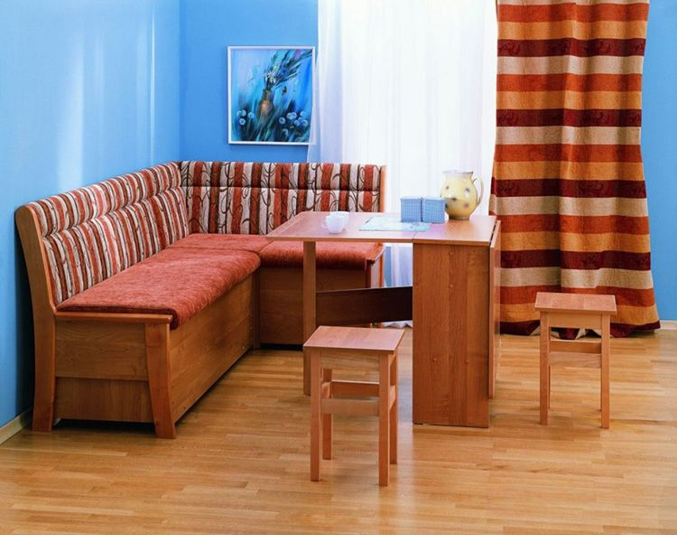 Фото кухонного уголка со спальным местом выкатного типа