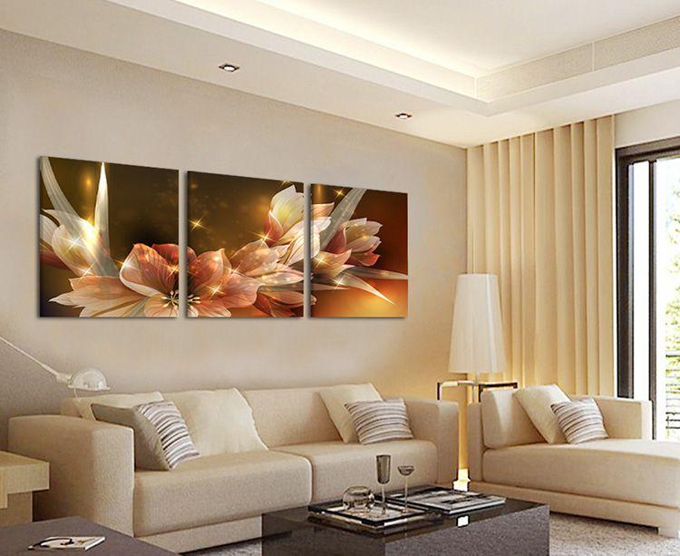 Модульная картина в гостиной в пастельных тонах