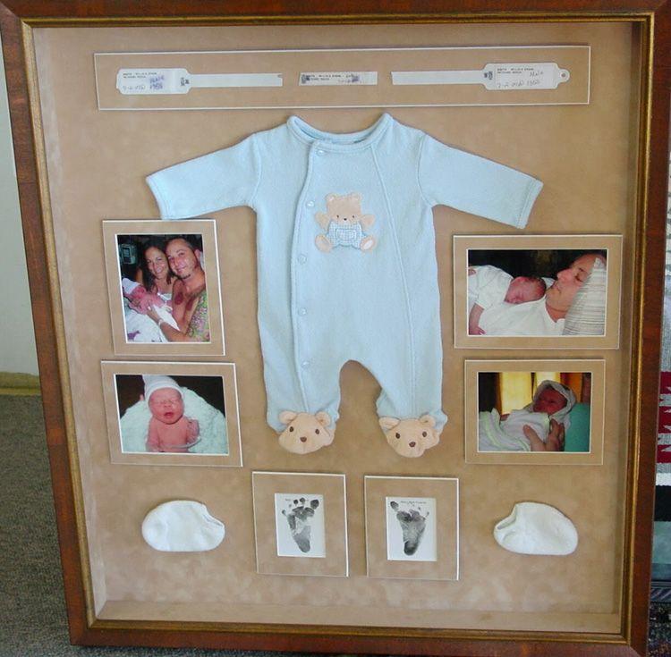 Отличный способ, как украсить стену фотографиями и вещами новорождённого