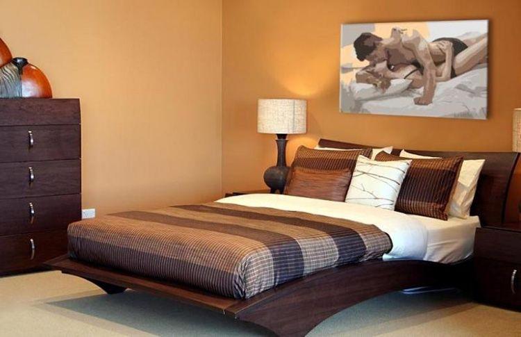 Подходящая картина для создания соответствующей атмосферы в спальне